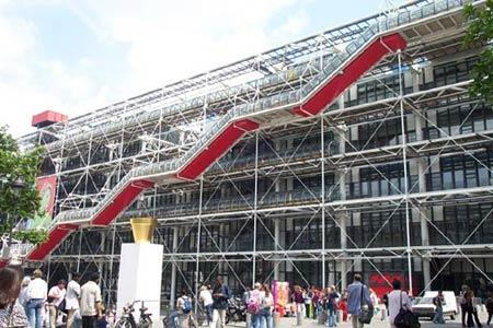 Посещает ежегодно 6 600 000 посетителей