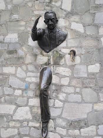 Памятник Марселю Эме