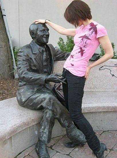 Памятник Джонни Ломбарди
