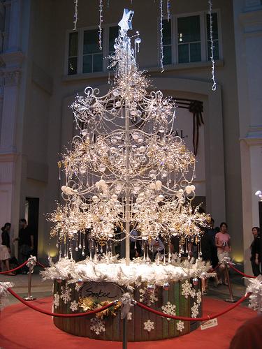 Новогодняя елка из драгоценных камней